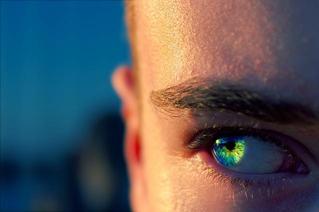 modrozelené oko