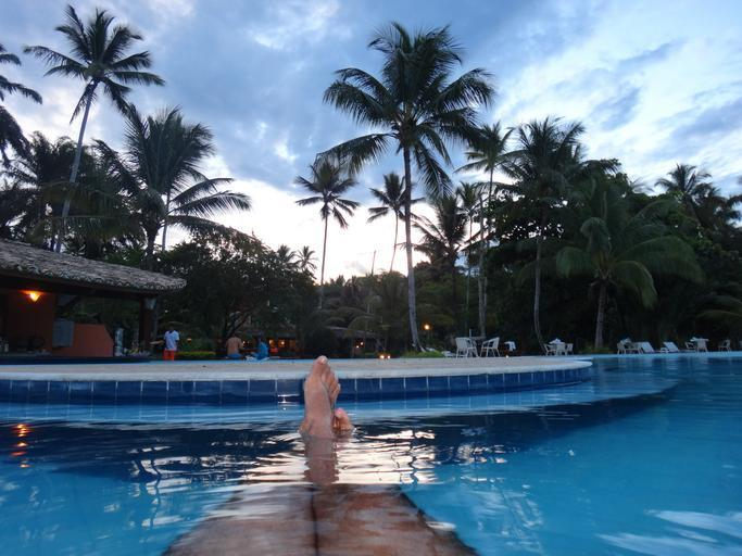 Muž v bazénu.jpg