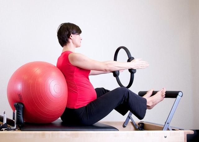 žena, cvičení, gymnastický míč, balón